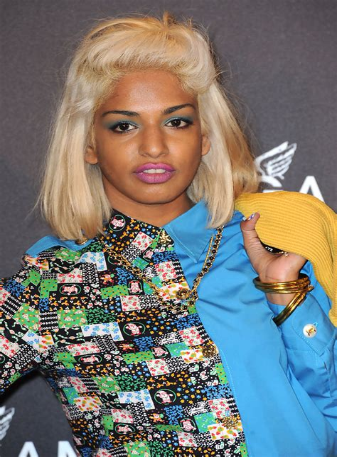 Shoulder-Length-HairstylesStraight-Hair