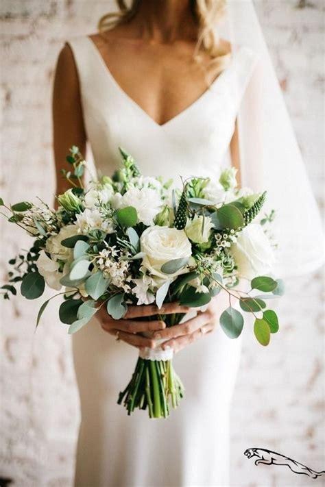 Simple-SpringWedding-Bouquets