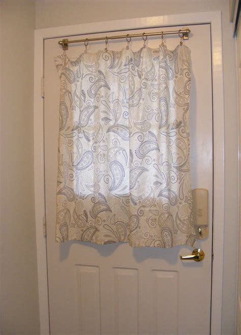 Small-Curtain-Rodsfor-Doors