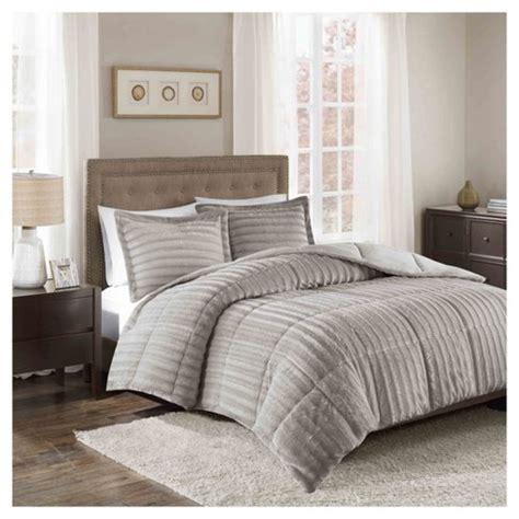 Target-Bedding-Sets-Comforter