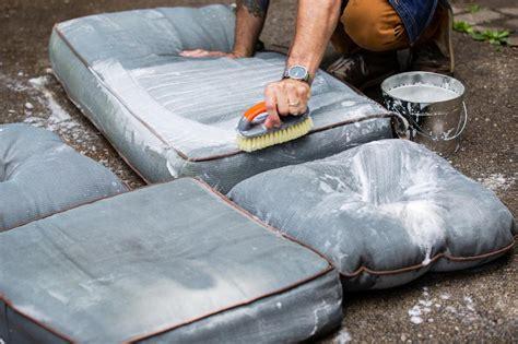 WashingOutdoor-Cushions