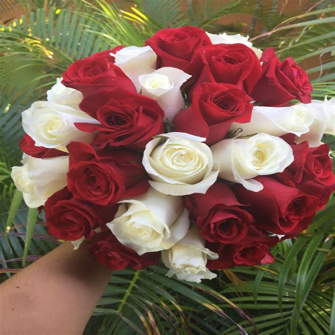 White-RoseArrangements