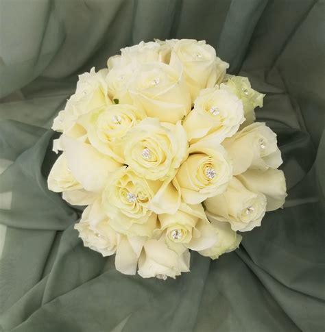 White-RoseBridal-Bouquet